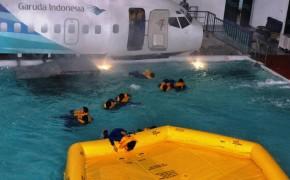 flight-attendant-training-safety-drill-e1401330493136